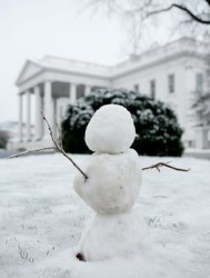 white_house_snow_man.jpg